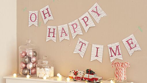 Paper garland with Christmas carols