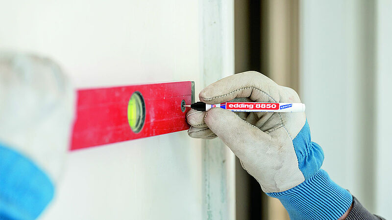 edding 8850 carpenter pen marks on wall with water level