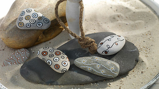 Creative decorations made with pebbles