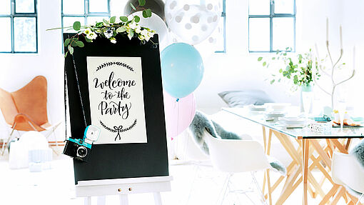 Welcome your guests with this DIY welcome sign