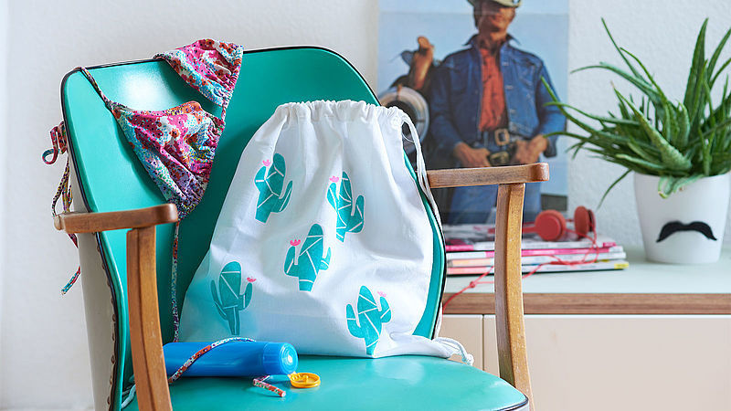 Decorate your own canvas bag with a cactus design