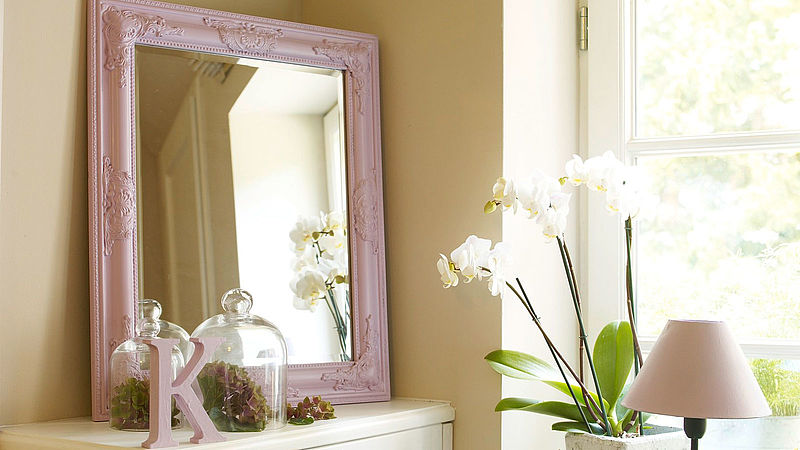 Create your own shabby chic style: a new-look mirror with added panache