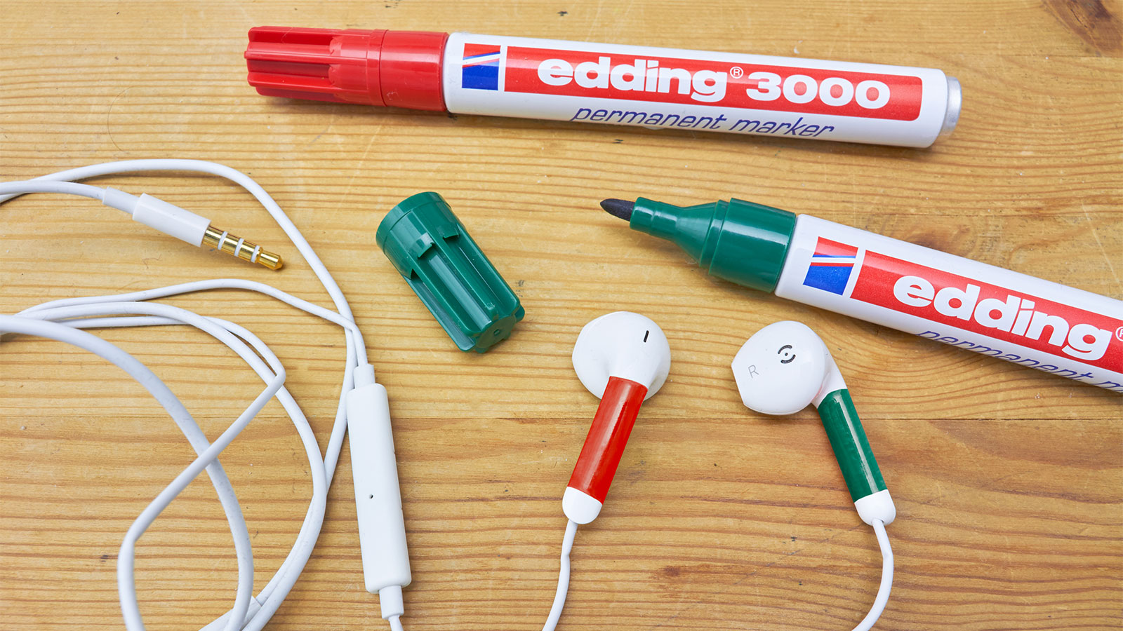 marking earphones with edding