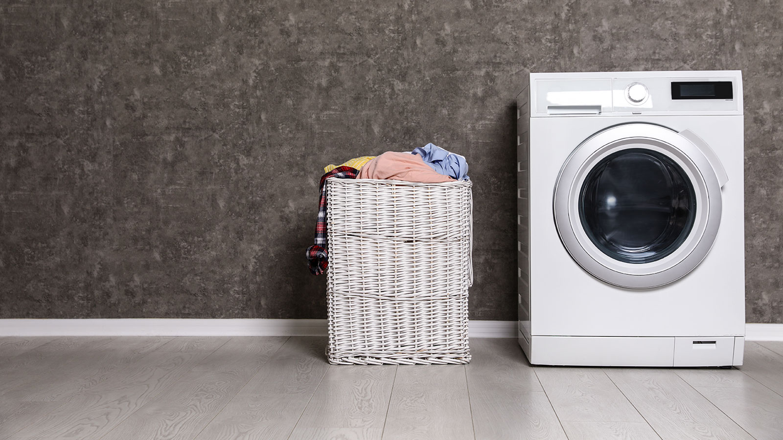 Wicker laundry basket and washing machine